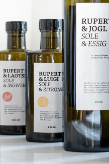 Rupert Sole bietet unterschiedliche Solen zum Verkauf an.
